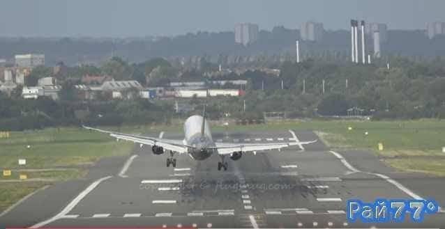 Боковой ветер помешал пилоту самолёта приземлиться в аэропорту Бирмингема