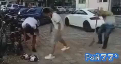 Китаец во время розыгрыша зрелищно огрел себя лопатой