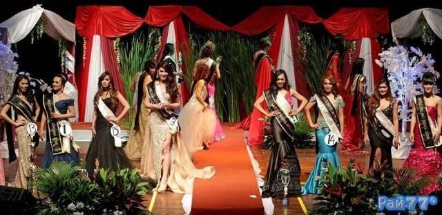 В Джакарте провели тайный конкурс красоты среди трансгендеров