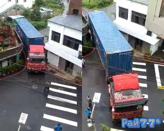 Водитель фуры посадил на мель своё транспортное средство в узком переулке в Тайване