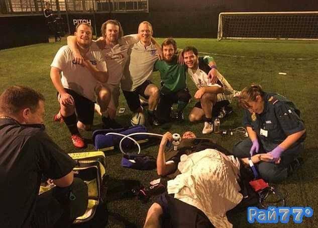 Селфи с участием травмированного коллеги сделали британские футболисты