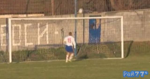 Сербский футболист не смог поразить ворота соперника с нескольких сантиметров