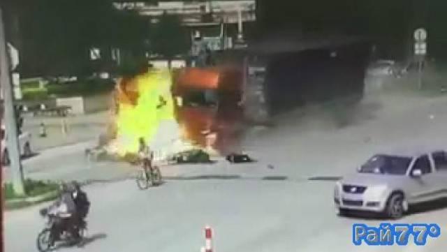 Чудовищное авто ДТП произошло в Китае