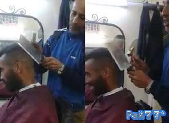Необычную технику бритья при помощи мясного тесака и молотка продемонстрировал неизвестный парикмахер. (Видео)