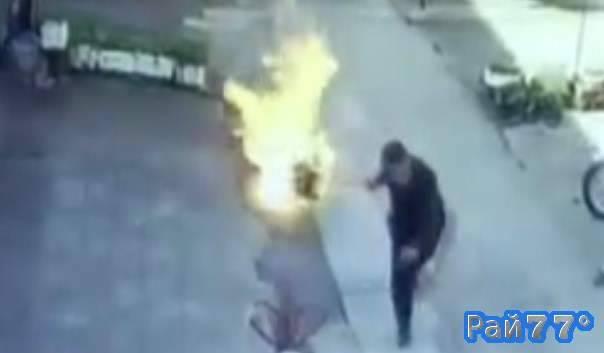 Китаец в самый последний момент успел бросить горящий газовый баллон в водоём
