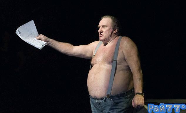 Жерар Депардье выступил топлесс в оперном театре, в Буэнос-Айресе.