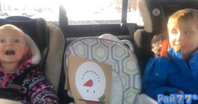 Двухлетняя матершинница прославила своих родителей в интернете. (Видео)