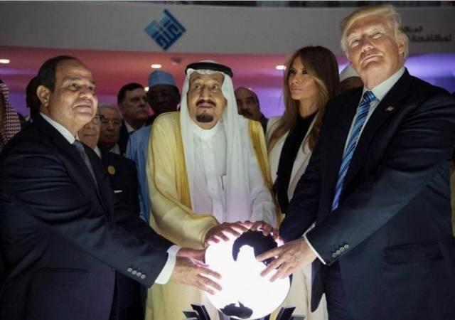 Президент США, король Саудовской Аравии и президент Египта «символично» открыли Всемирный Центр по противодействию экстремизму в Эр-Рияде.