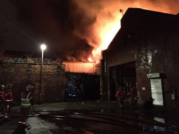 Британец проспал пожар вспыхнувший в Манчестере.