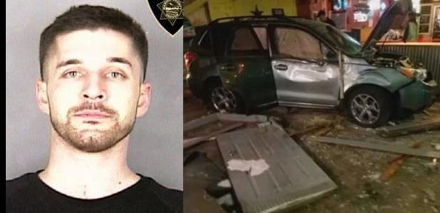 Пьяный американец, получив отказ, разнёс кафе на своём автомобиле. (Видео)