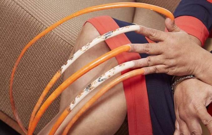 Фото девушки с самыми длинными ногтями