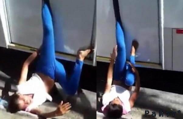 Водитель автобуса поймал за ногу карманницу в Бразилии. (Видео)