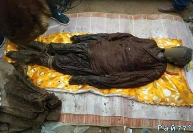 Китайские строители случайно обнаружили древнюю гробницу на стройплощадке. (Видео)