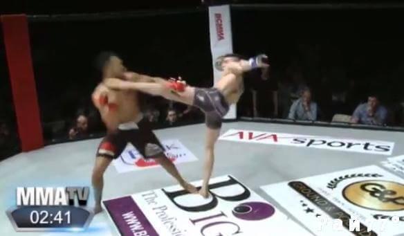 Боец MMA был нокаутирован во время попытки повторить движения Мохаммеда Али. (Видео)