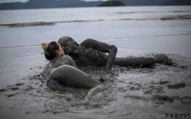 Самый грязный фестиваль «Bloco de Lama» прошёл в Бразилии. (Видео)