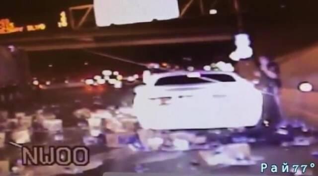 Патрульный полицейский оказался в эпицентре «пивного» ДТП в Лас - Вегасе. (Видео)
