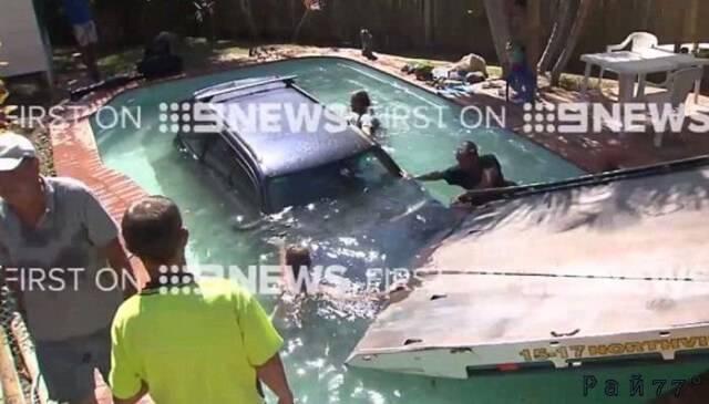 Австралийский автовладелец второй раз, вместо мойки, помыл в бассейне свой автомобиль. (Видео)