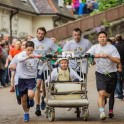 Гонки на кроватях «Knaresborough Bed Race» прошли в Британии. (Видео) 10