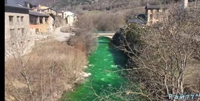 Зелёная река на Пиренеях вызвала озабоченность у правительства Андорры. (Видео)