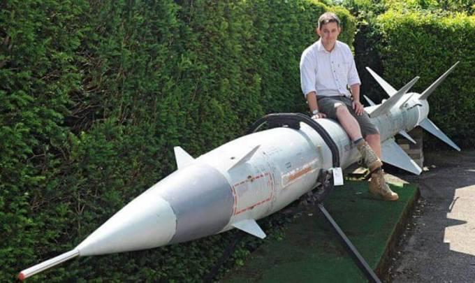 На аукционе в Британии выставили необычный «садовый инвентарь» - советскую ракету V-760.