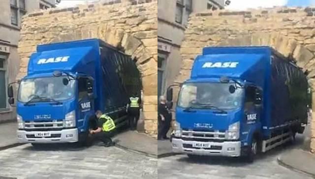 Водитель не оценил габаритов своей фуры и застрял в легендарной арке, в Британии. (Видео)