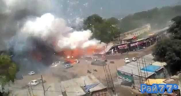 Рынок с пиротехникой сгорел в Индии