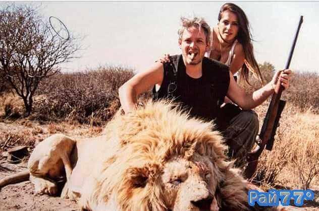 Миллионер из Аргентины убивал редких животных в саванне Африки и вместе с женой позировал на фоне своих трофеев