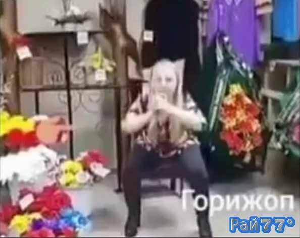 Иркутский депутат показал горижоп на фоне гробов