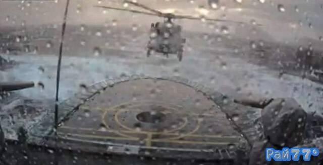 Датский пилот во время сильного шторма посадил вертолёт на военный корабль. (Видео)
