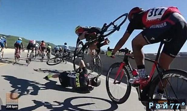 Во время шоссейной велогонки в Калифорнии несколько велосипедистов пострадали в массовом столкновении. (Видео)