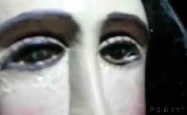 В парагвайской церкви из глаз статуи Девы Марии пошли слёзы. (Видео)