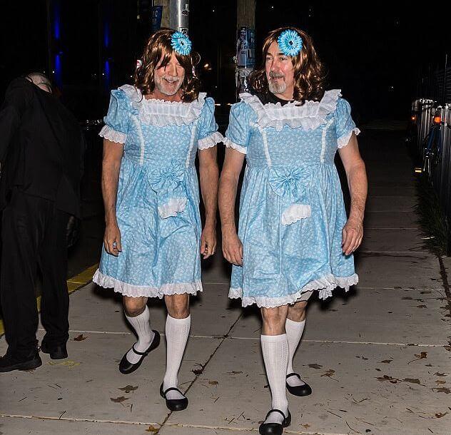 Лиза и Луиза Бернс, сыгравшие девочек-близняшек Грейди в культовом фильме ужасов Стэнли Кубрика Сияние