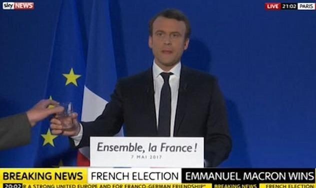 Репеимция победной речи нового президента Франции Эммануэля Макрона была показана в прямом эфире. (Видео)