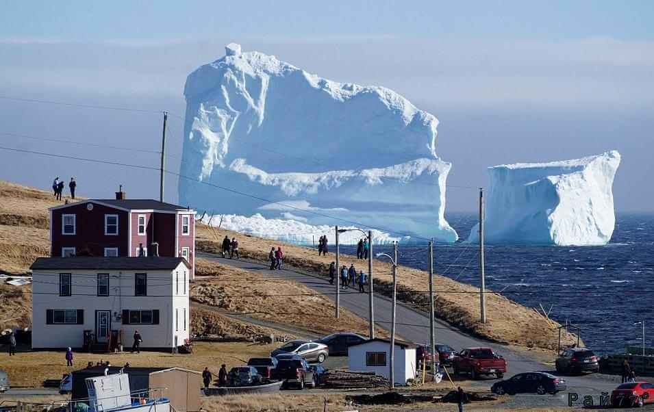 Огромный айсберг стал новой достопримечательностью Ньюфаундленда