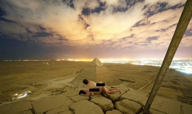 В Египте арестовали двух пособников организации эротической фотосессии на пирамиде в Гизе